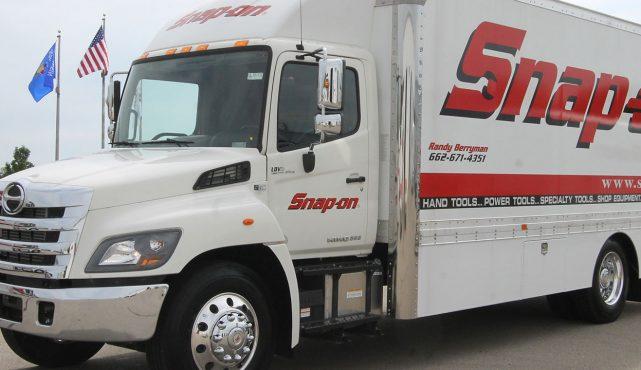 01 20ft-custom-tool-truck_s51202