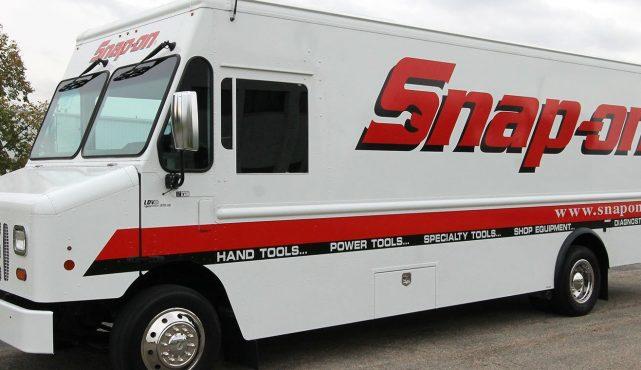01 20ft-custom-tool-truck_a04868
