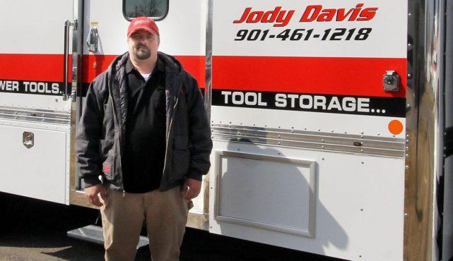 01 22ft-custom-tool-truck_gl2658