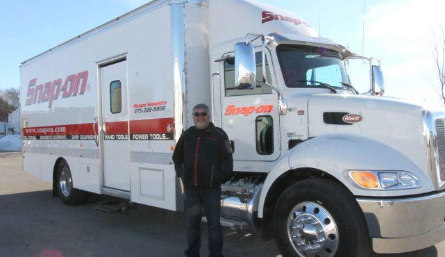 01 22ft-custom-tool-truck_352993